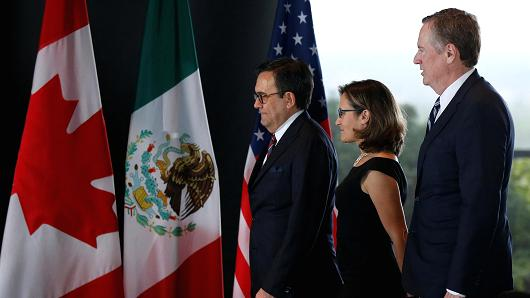 Mexico's Economy Minister Ildefonso Guajardo (L-R), Canada's Foreign Minister Chrystia Freeland and U.S. Trade Representative Robert Lighthizer arrive for a trilateral assembly during a third turn of NAFTA talks involving a United States, Mexico and Canada in Ottawa, Ontario, Canada, Sep 27, 2017.