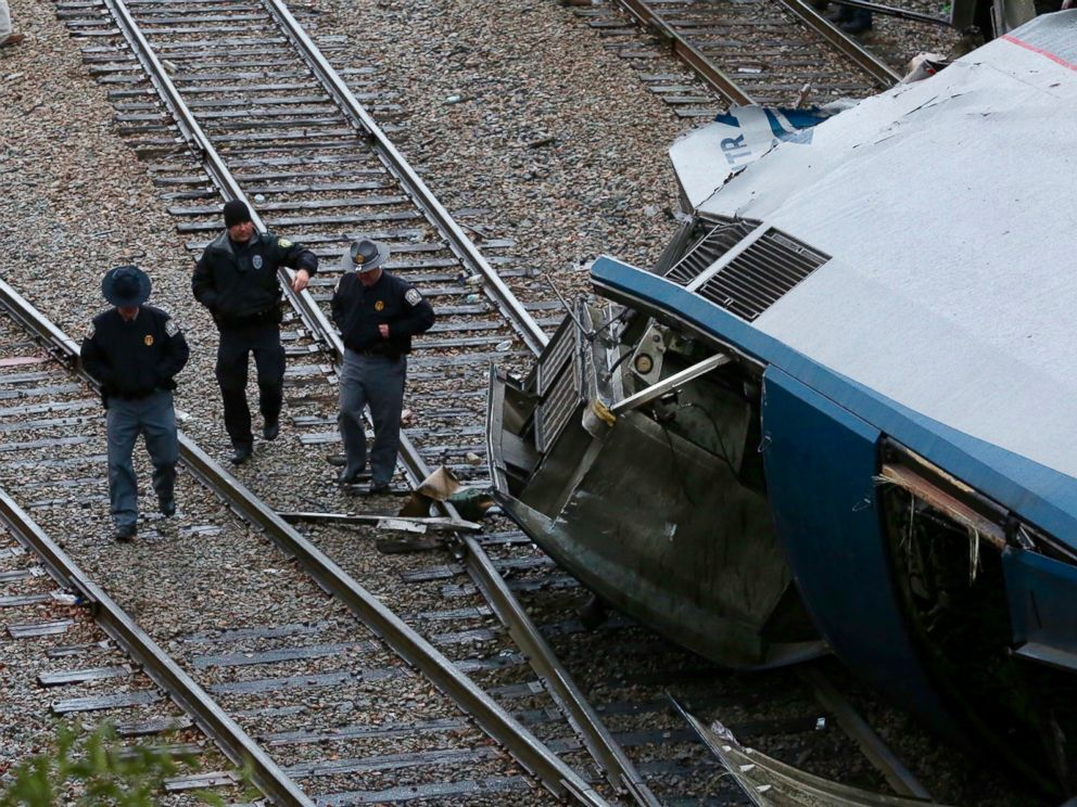 PHOTO: Authorities examine a stage of a deadly Amtrak sight pile-up in Cayce, S.C., Feb. 4, 2018.