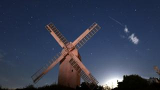 A meteor prisoner above a Jill Windmill in West Sussex early on Sunday