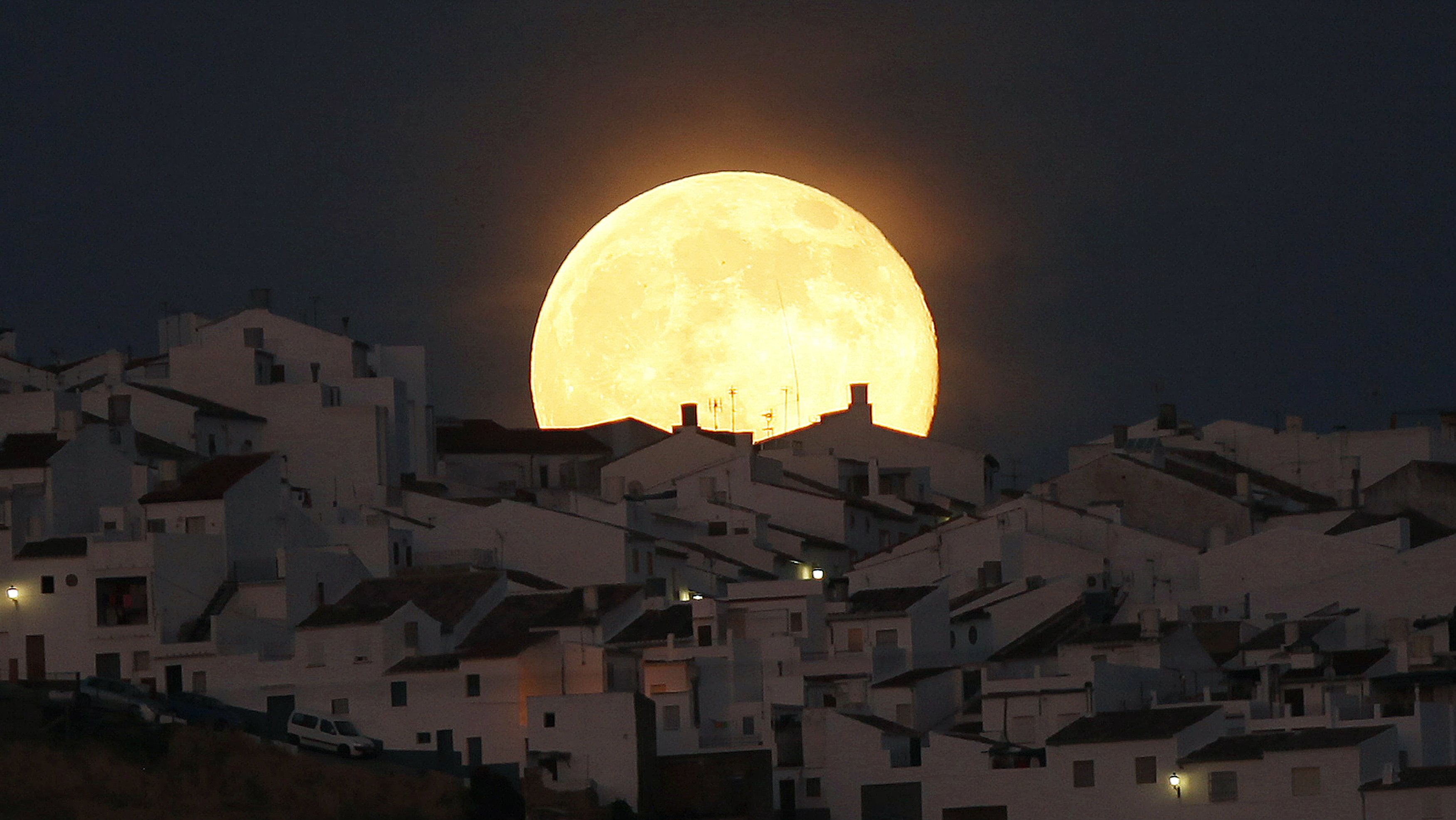 The Supermoon rises over houses in Olvera, in a southern Spanish range of Cadiz, Jul 12, 2014. Occurring when a full moon or new moon coincides with a closest proceed a moon creates to a Earth, a Supermoon formula in a larger-than-usual coming of a lunar disk.