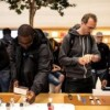 Apple hires engineers from UK association Dialog